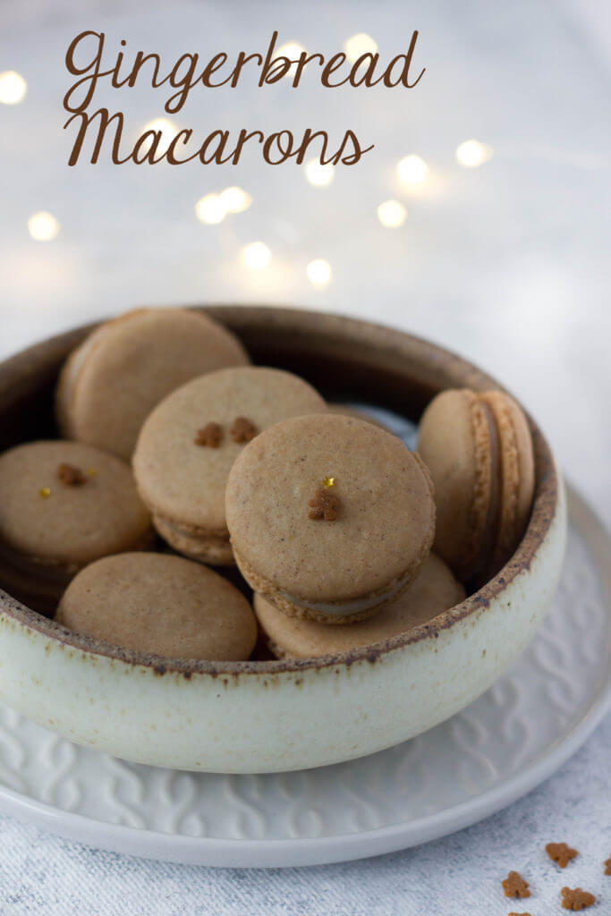 Gingerbread French Macarons filled with Cream Cheese | lilcupcakemonkey.com