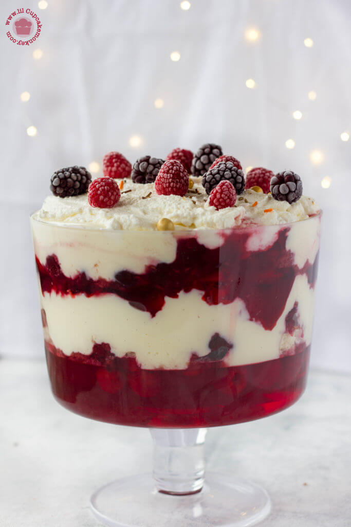 christmas trifle with mixed berry compote in a trifle dish | lilcupcakemonkey.com