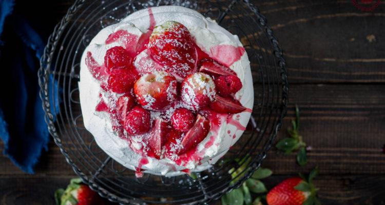Roasted strawberry and rose pavlova | lilcupcakemonkey.com