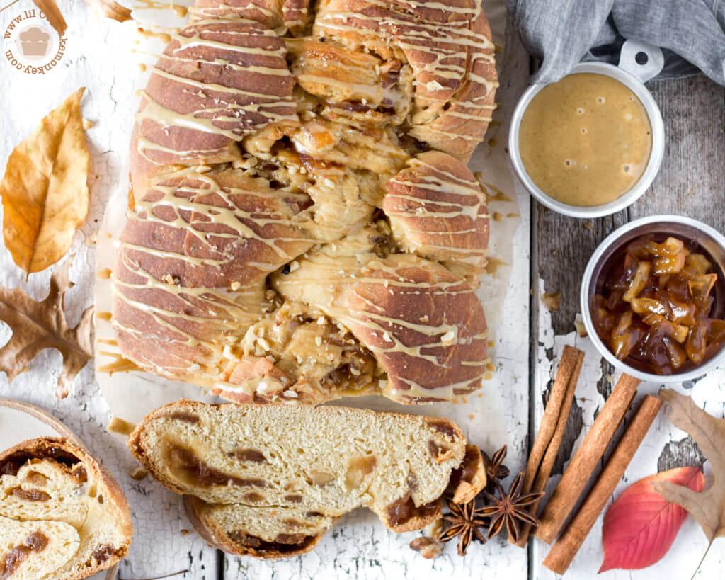 apple jam brioche with spiced glaze   lilcupcakemonkey.com