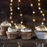 gingerbread cupcakes with caramel and gingerbread streusel | lilcupcakemonkey.com