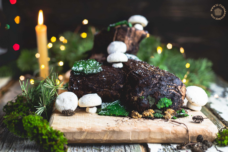 gingerbread Bûche de Noël | lilcupcakemonkey.com