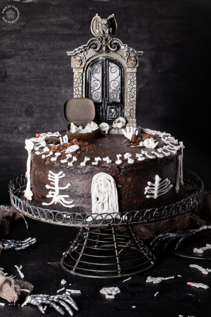 halloween murder house cake - devils food cake and fudge frosting