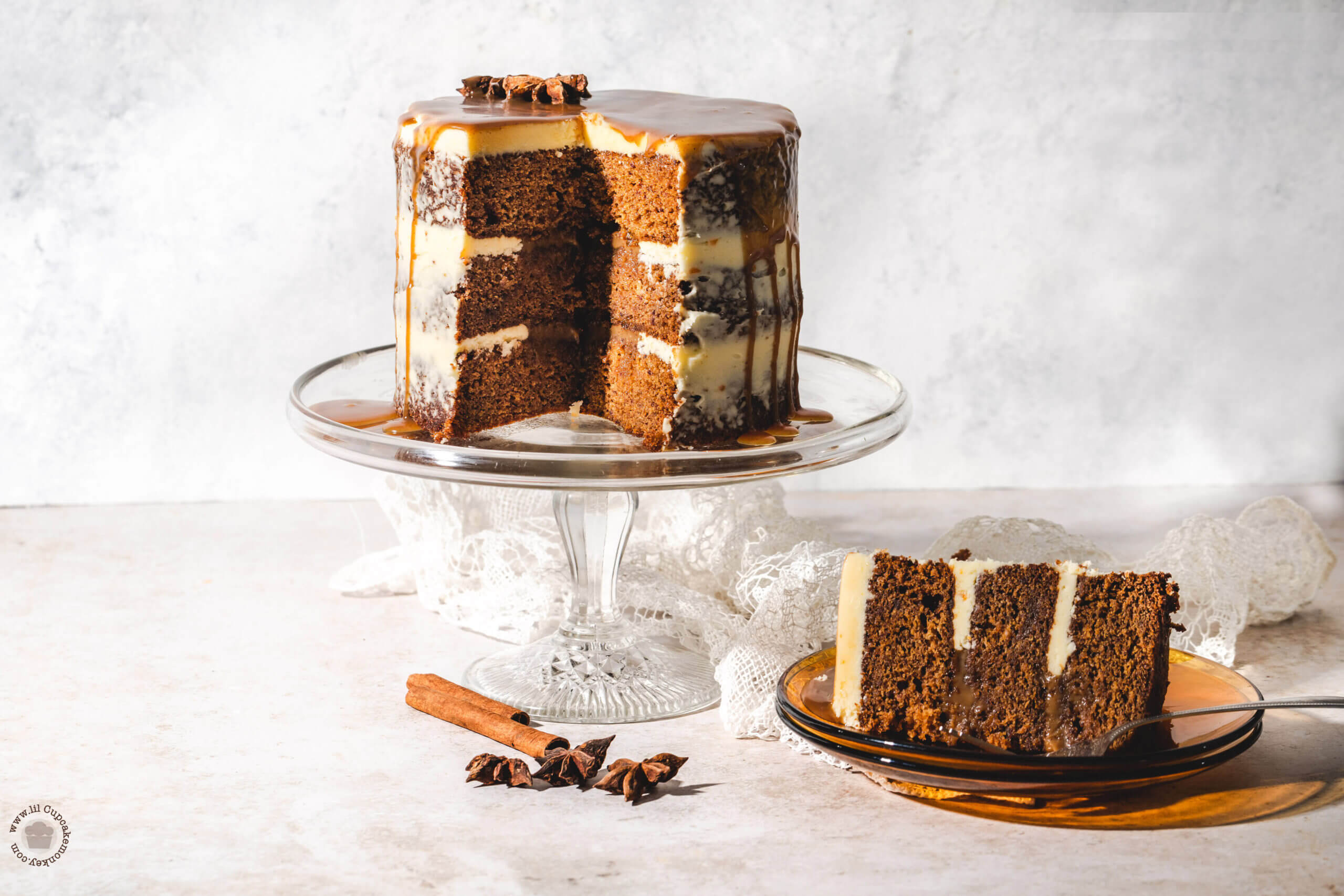sticky toffee pudding cake with spiced rum sauce | lilcupcakemonkey.com