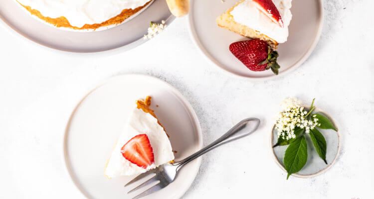 Slice of Elderflower and strawberry cake | lilcupcakemonkey.com