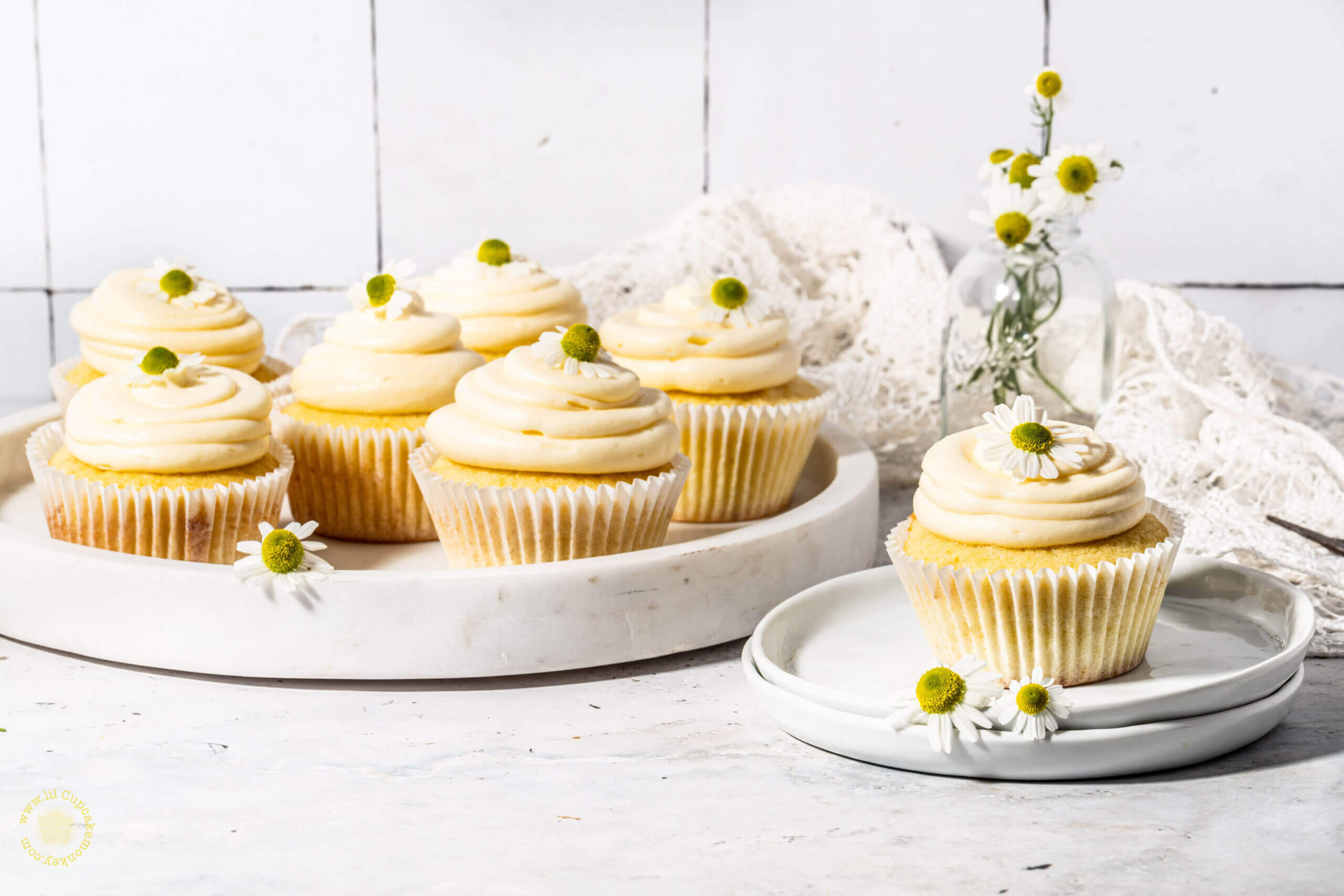 Chamomile and honey cupcakes _featured | lilcupcakemonkey.com