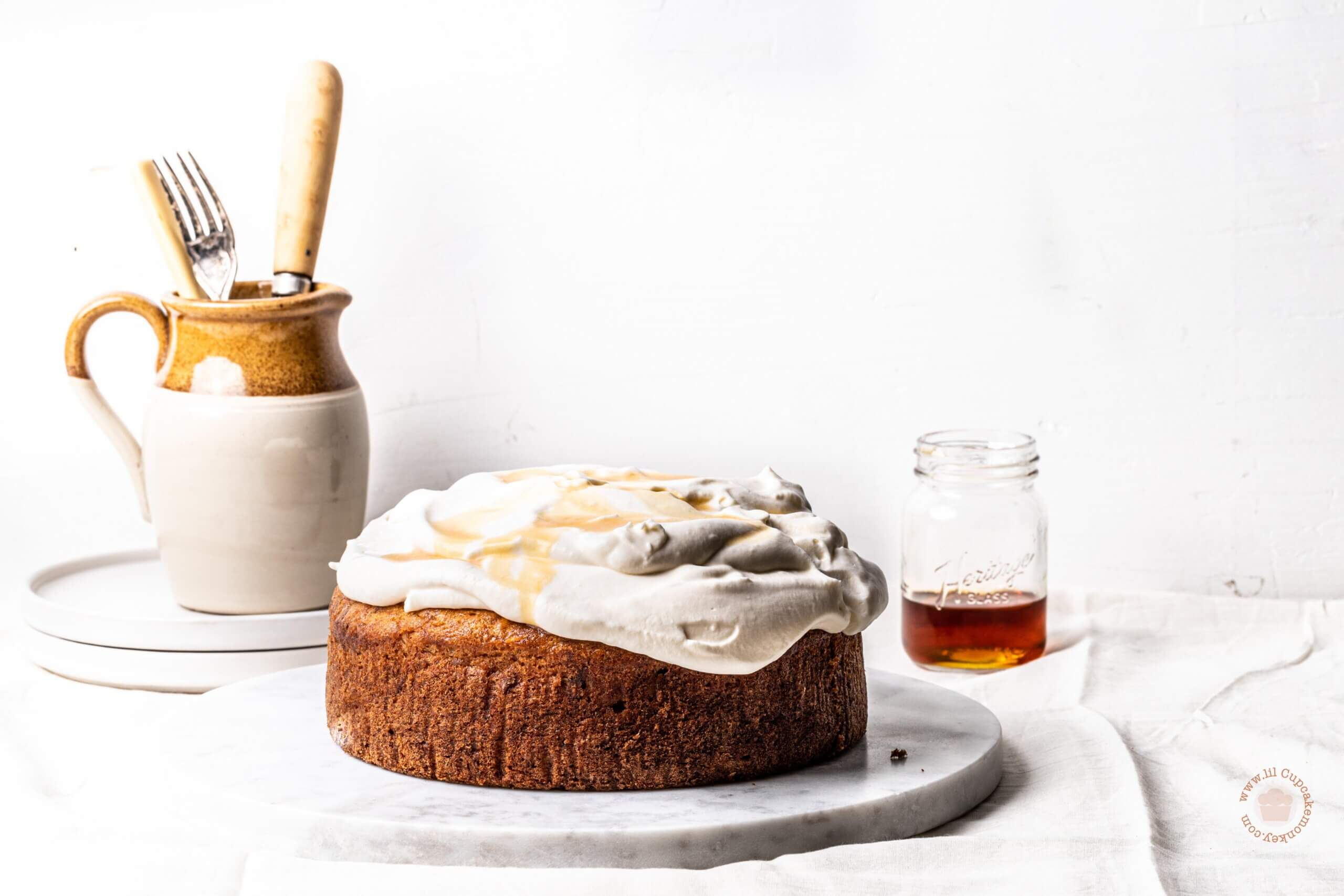 Spiced Banana and maple cake | lilcupcakemonkey.com