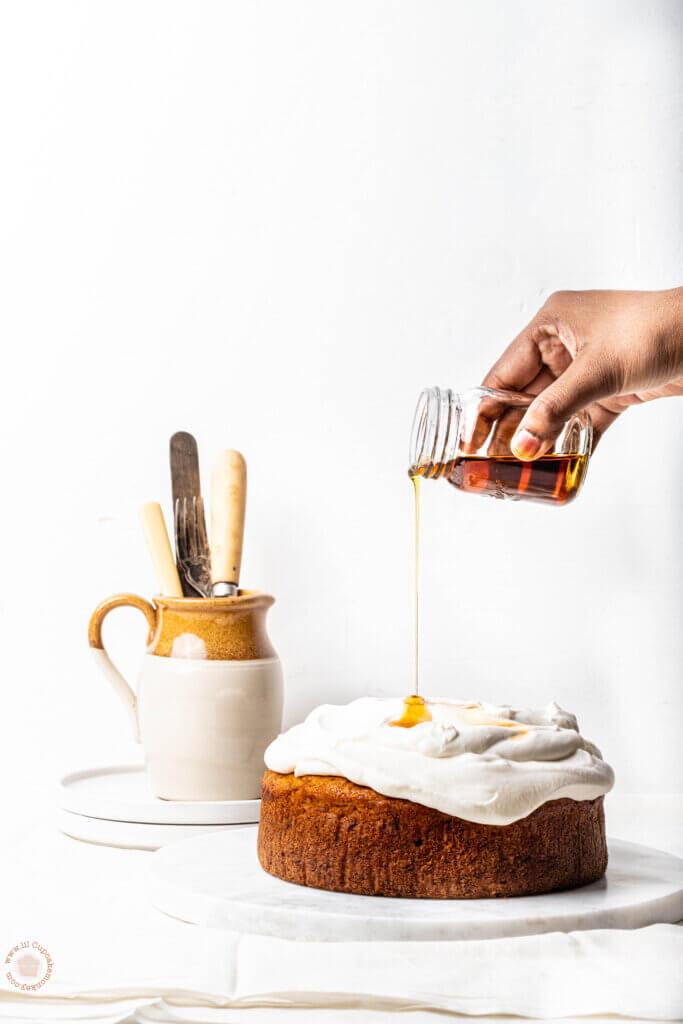 Spiced Banana and maple cake | lilcupcakemonkey.com