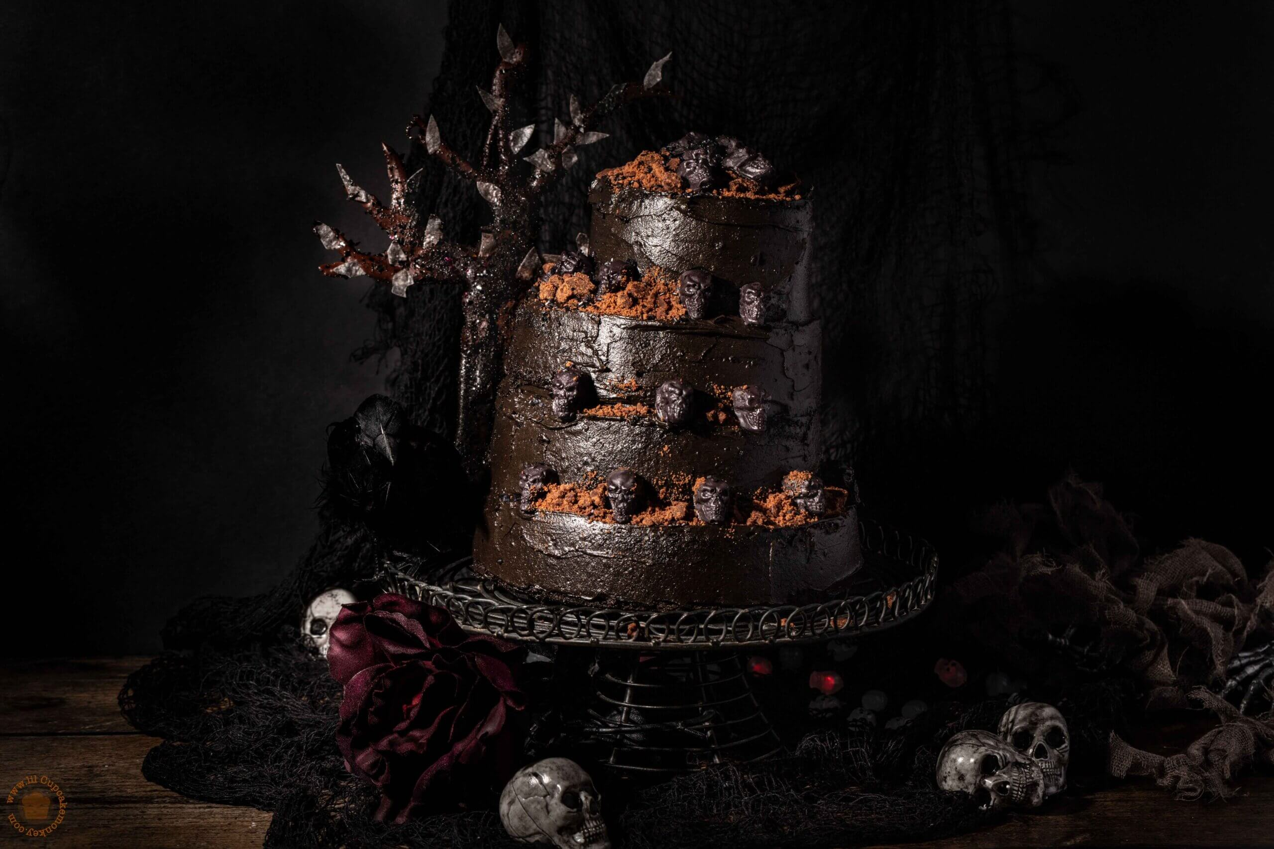 the hills have eyes halloween cake | lilcupcakemonkey.com