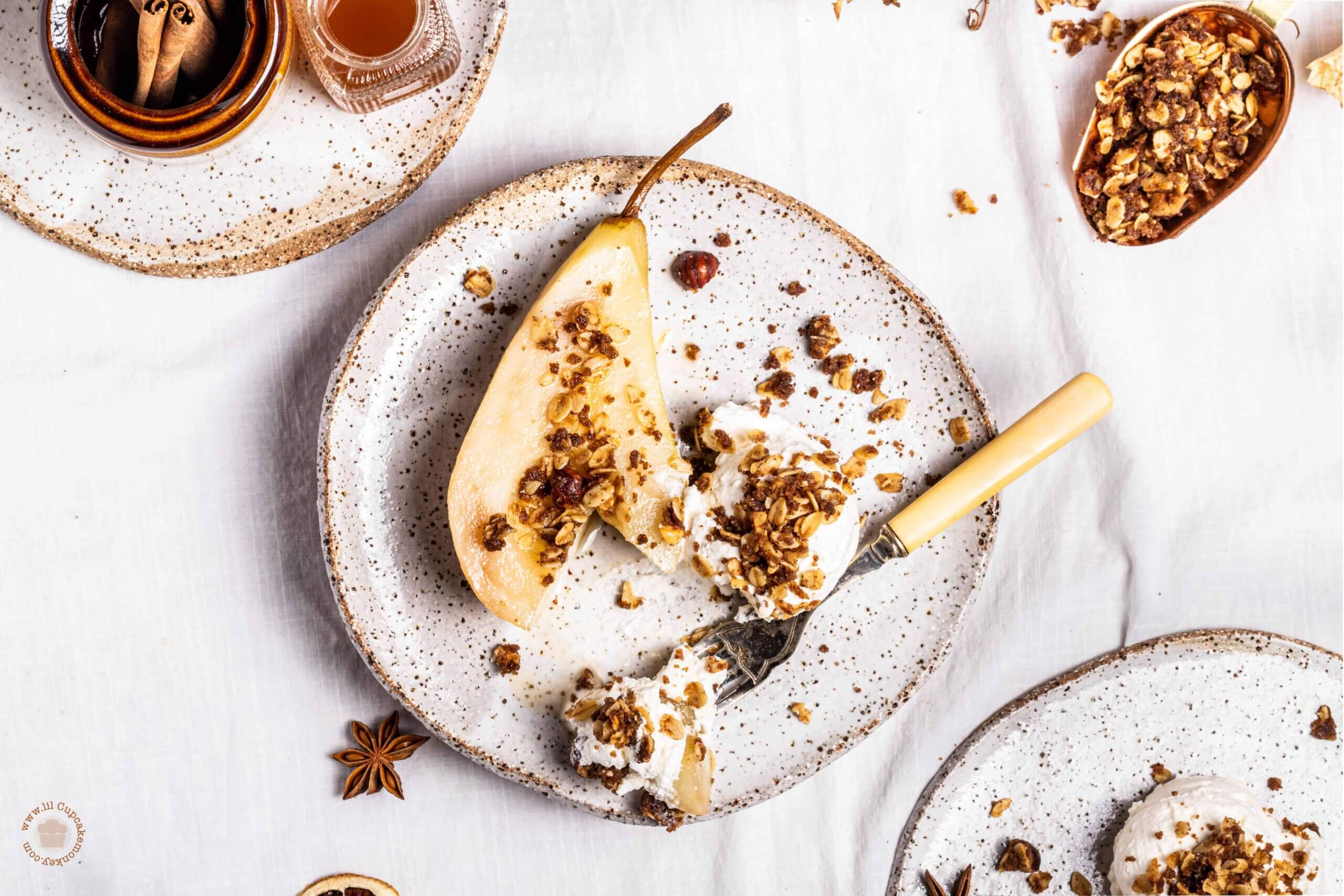 hot toddy poached pears with hazelnut crumble | lilcucakemonkey.com