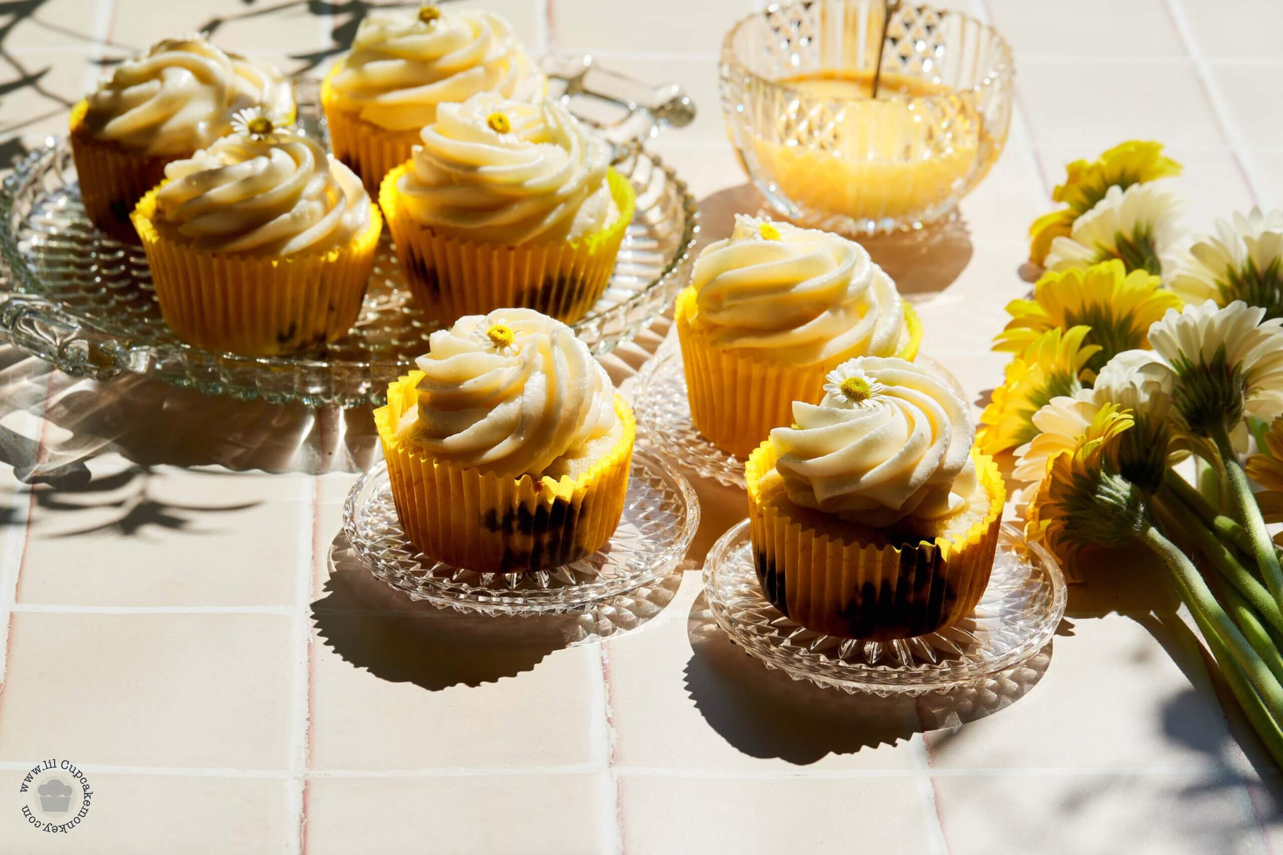 Blueberry and chamomile cupcakes_many